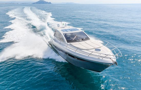 yacht-a-motore