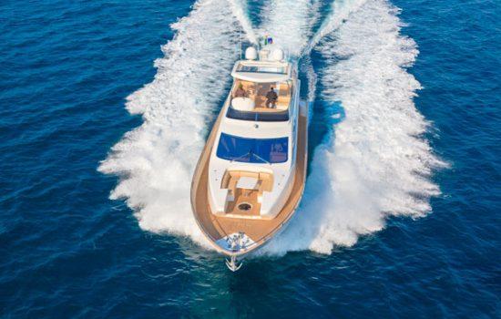 yacht-a-motore1